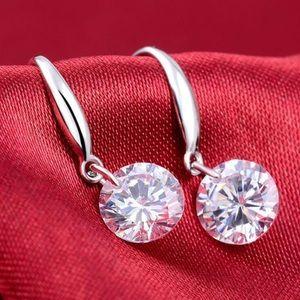 Jewelry - 🔥 SALE!! Cuty earrings in Sterling silver